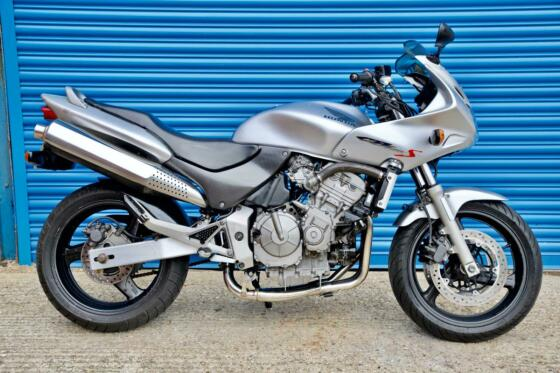 2002 Honda CB 600S HORNET SILVER - FREE DELIVERY