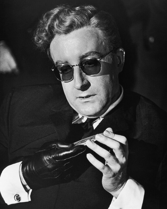 PETER SELLERS DR. STRANGELOVE 8X10 B&W PHOTO GLOVES