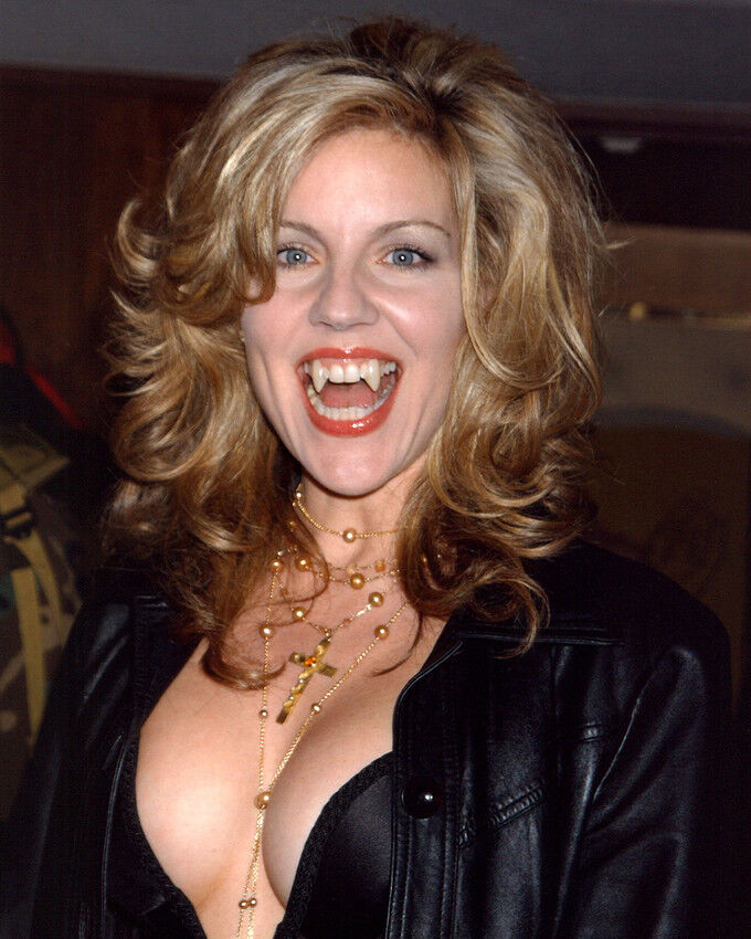ANDREA PARKER 8X10 PHOTO BUSTY CLEAVAGE VAMPIRE TEETH SEXY