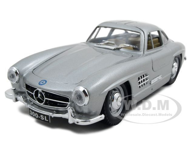 1954 mercedes benz 300 sl gullwing silver 1 24 diecast for Mercedes benz toy car models