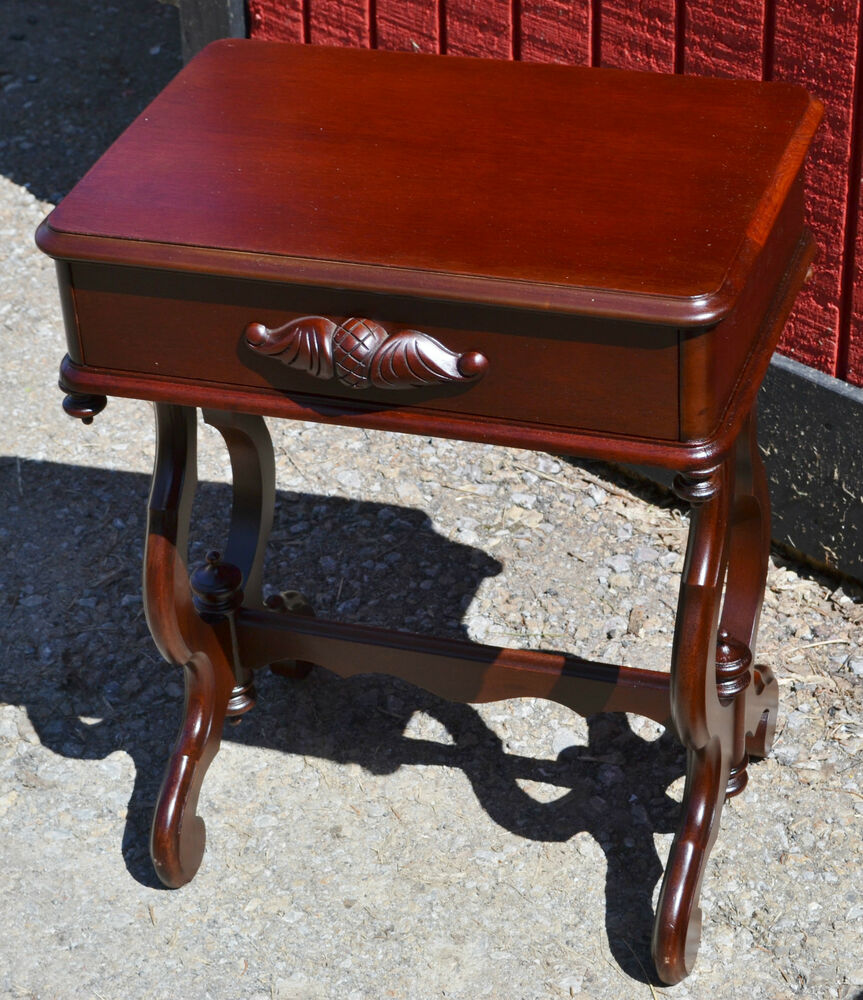 Beautiful mahogany victorian style end table or night Beautiful end tables