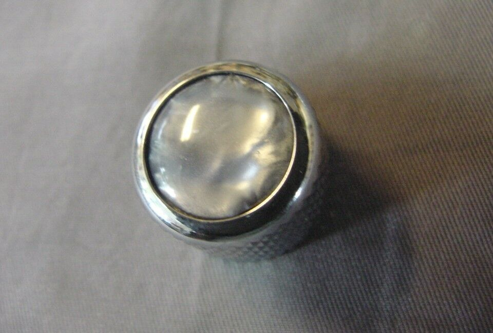 CHROME PUSH-ON GUITAR KNOBS WITH GREY PEARL