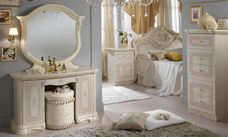 klassisches schlafzimmer in beige hochglanz bett nachttisch kommoden spiegel ebay. Black Bedroom Furniture Sets. Home Design Ideas