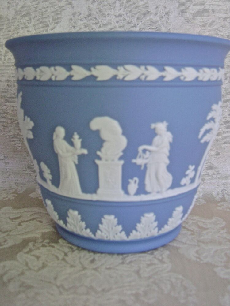 elegant wedgwood pale blue jasperware jardiniere cache pot. Black Bedroom Furniture Sets. Home Design Ideas
