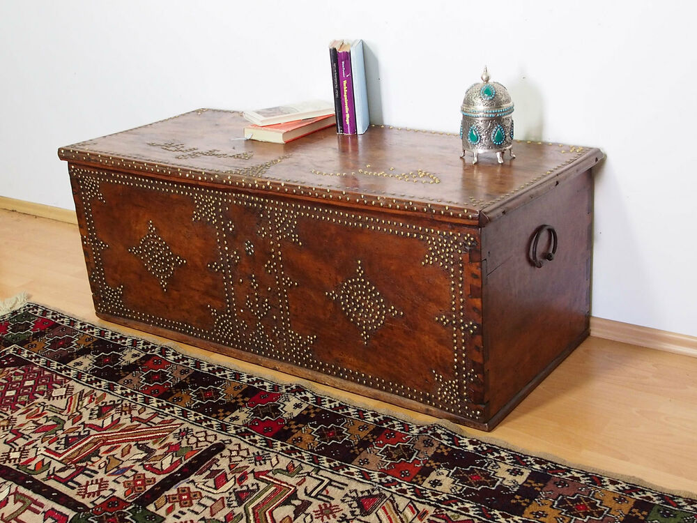 antik orient Holz truhe Antique islamic omani wooden ...