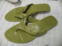 Tod's 7 1/2 chartreuse thong leather sandals 1 inch kitten heel