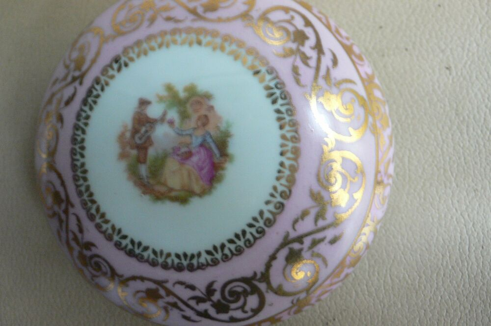 Limoges porcelaine vintage large trinket box pink w courting couple on lid - Estampille porcelaine limoges ...