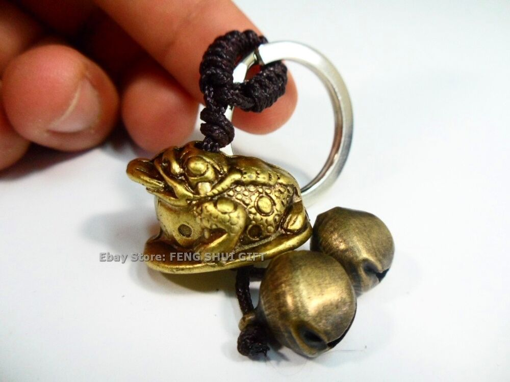 bb feng shui chinese lucky key chain ring money coin frog toad charm brass bell ebay. Black Bedroom Furniture Sets. Home Design Ideas