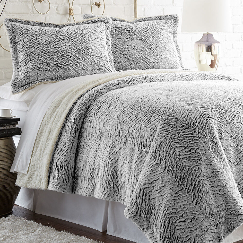 Serta faux fur reverse to sherpa 3 piece comforter set ebay for Pictures of comforters