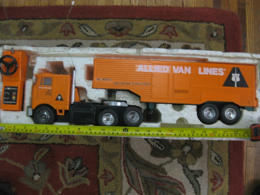 The 18 Wheeler Vintage 1977 Radio Controlled Truck With Trailer Very Good Condi Ebay