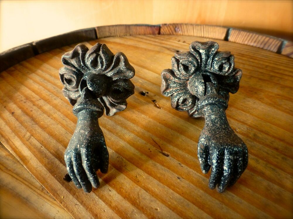 1 Pair Black Hanging Hands Antique Style Cabinet Pull