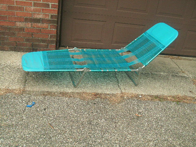 Vintage Tube Strap Chaise Folding Lounge Lawn Chair Blue