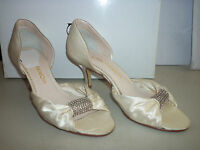 Caparros New Sharelle Ivory Satin Heels 7 M Shoes NWB