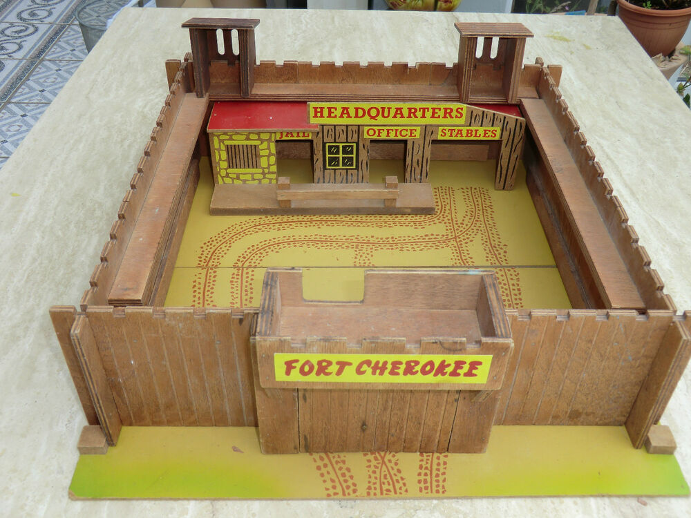 Vintage wood model no xxx wild west fort cherokee ebay for Old wooden forts