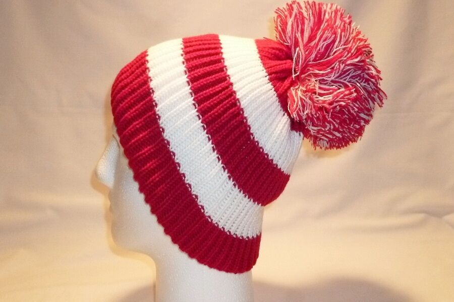 LUXURY RED AND WHITE STRIPED BOBBLE HAT BEANIE FLEECE LINED MENS WOMENS  FOOTBALL  fa7901eb2e8f
