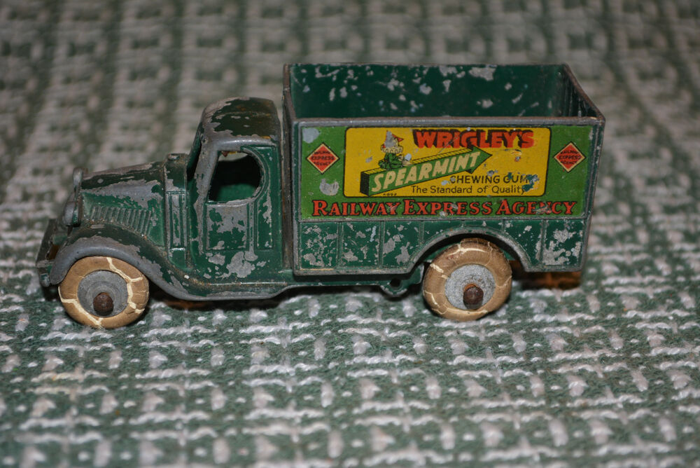 VINTAGE TOOTSIE TOY TRUCK WRIGLEYS SPEARMENT CHEWING GUM