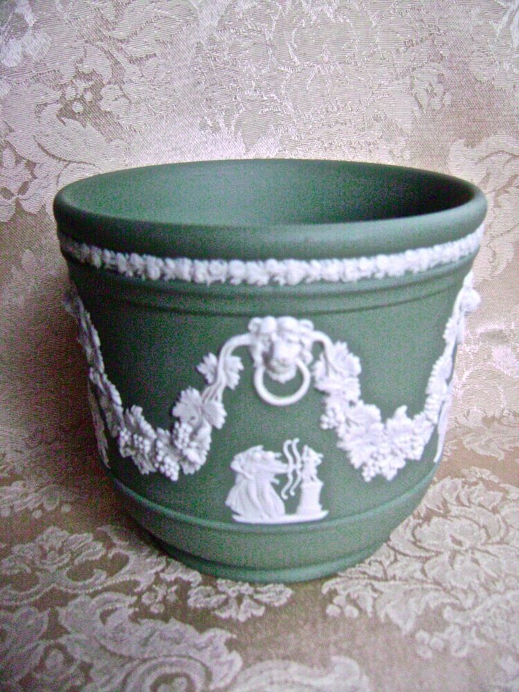 elegant wedgwood sage green jasperware jardiniere cache pot ebay. Black Bedroom Furniture Sets. Home Design Ideas