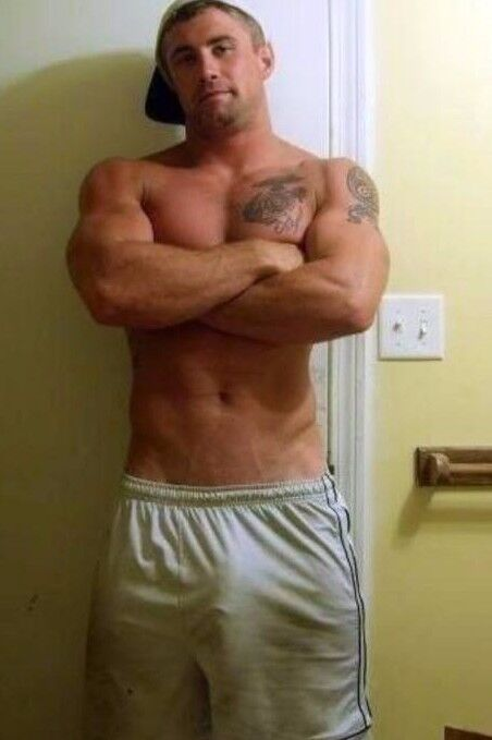 Shirtless Male Beefcake Beefy Muscular Hunk Athletic Dude -6548