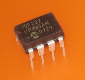 2x-Microchip-10F202-I-P-im-DIL-Gehaeuse