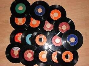 40-Single-Schallplatten-als-Dekoration-fuer-Wohnung-oder-Partykeller