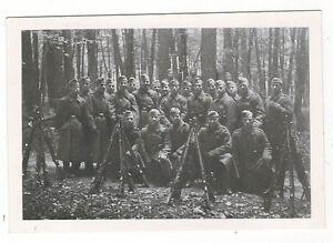 7-511-FOTO-SOLDATEN-GEWEHRE-WALD-RAST-PAUSE-FOTO-BRZOSKA-DARMSTADT