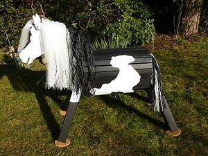 70cm holzpferd holzpony voltigierpferd spielpferd pferd pinto wetterfest neu ebay. Black Bedroom Furniture Sets. Home Design Ideas