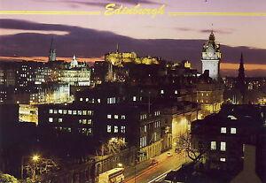 AK-Edinburgh-A-night-time-view-of-Edinburgh-Castle-from-Calton-Hill