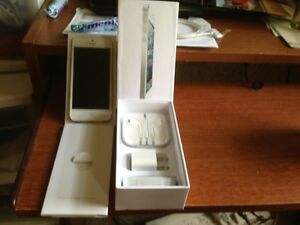 iPhone 5 (Latest Model) - 64GB - White & Silver (Straight Talk) - 1429