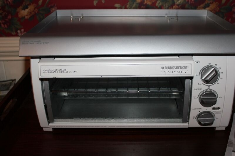 Black Decker Spacemaker Under Cabinet Toaster Oven TROS1500 Hood MT Inclded