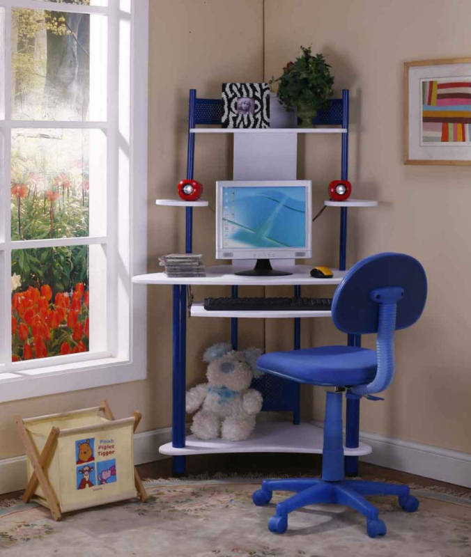 Corner Computer Desk with Chair 676 x 800