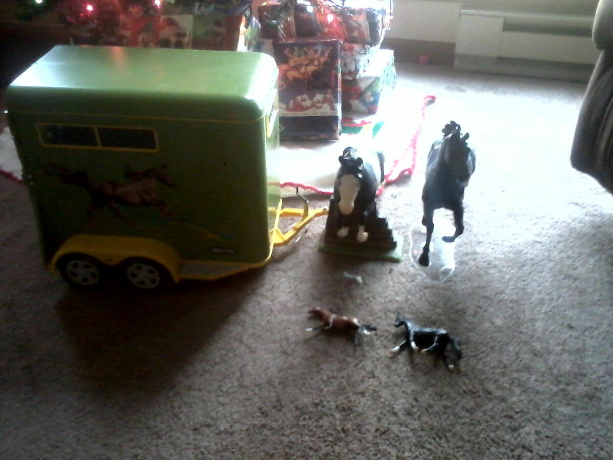 Breyer Traditional Horse Trailer NWOB 2 Traditionals and 3 Stablemates