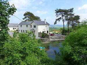 CARMARTHEN-WALES-HOLIDAY-COTTAGE-LOGBURNER-HOT-TUB-ROMANTIC-SHORTBREAK-FOR-2