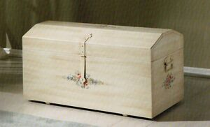 Cassapanca baule avorio patinato decorata dipinta a mano - Cassapanca decorata ...