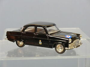 CORGI-No-D35-1-50th-ANNIVERSARY-BATTLE-OF-BRITAIN-FORD-ZEPHYR