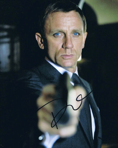 "DANIEL CRAIG (( 007 )) ""James Bond "" Autographed Photo RP in Entertainment Memorabilia, Autographs-Reprints, Movies 
