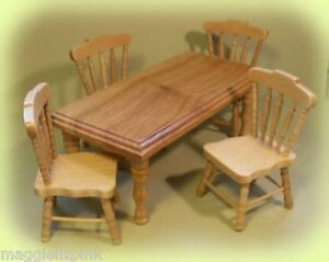 DOLLS-HOUSE-Kitchen-Table-and-Four-Chairs-Pine
