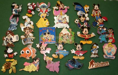 Disney 50 Pin Trading Lot - Hidden Mickey Cast Lanyard in Collectibles, Disneyana, Contemporary (1968-Now) | eBay