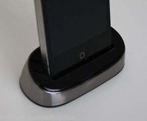 Dockingstation-Apple-iPhone-4-4S-in-Silber-Chrom-Ladestation-Cradle-Dock-Station