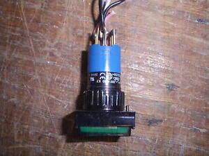 EAO-Swiss-made-31-121-022-Einbau-Drucktaster-gruen-NO-NC-Kontrolllampe-24-Volt