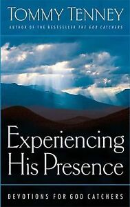 Experiencing His Presence : Devotions fo...
