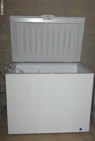 Frigidaire Heavy Duty Commercial Chest Freezer White