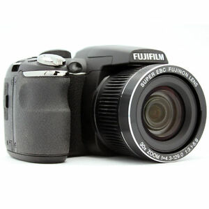 Fujifilm FinePix S4000 14.0 MP Digital C...