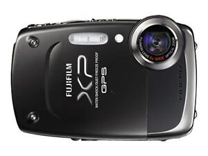 Fujifilm FinePix XP30 14.2 MP Digital Ca...