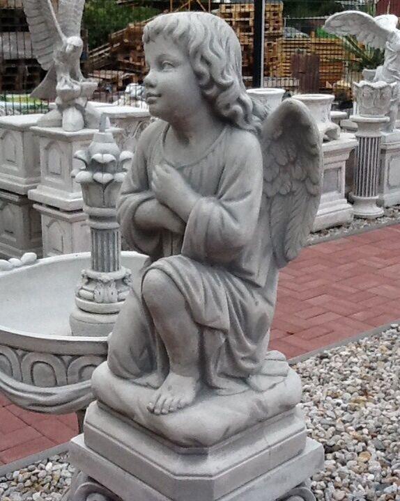 gartenfigur engel 60 cm skulpturen steinguss figur grabengel gartendeko ebay. Black Bedroom Furniture Sets. Home Design Ideas