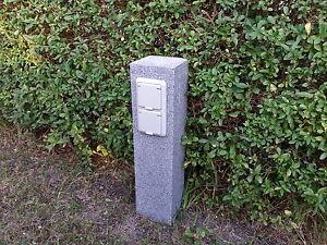 Gartensteckdose granit stein stele aussensteckdose for Gartendeko stein