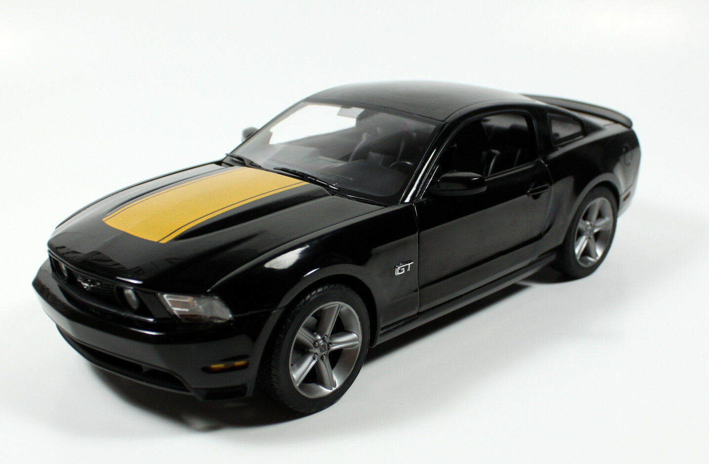 2010 ford mustang diecast models. Black Bedroom Furniture Sets. Home Design Ideas