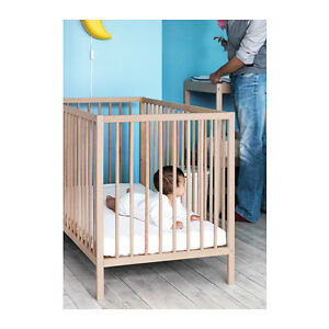 ikea babybett sniglar gitterbett kinderbett bett. Black Bedroom Furniture Sets. Home Design Ideas
