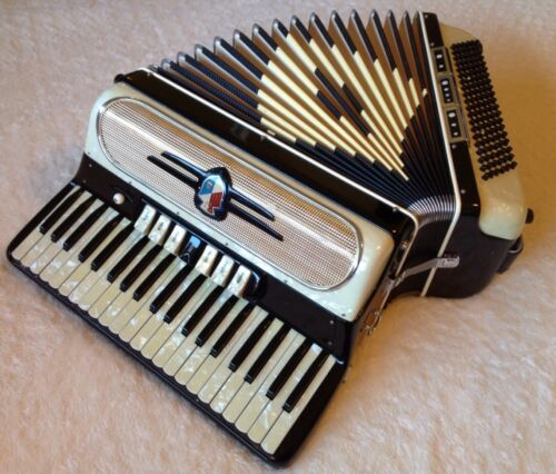 ITALIAN MADE PIANO ACCORDION IN NEAR MINT CONDITION AMAZING SOUND QUALITY L@@K ! in Musical Instruments & Gear, Accordion & Concertina | eBay
