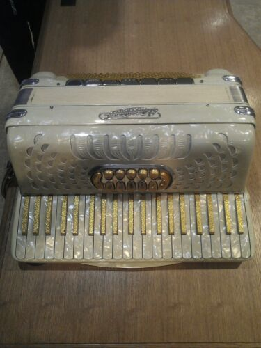International Accordion 11/7 Switch 4/5 Reed Made in Italy Excellent Condition in Musical Instruments & Gear, Accordion & Concertina | eBay