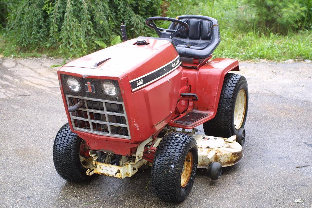 International Cub Cadet 582 Riding Lawn Mower Red John Deere Case